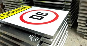high traffic speed signs board